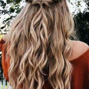 Cheveux longs avec mèche torsadée
