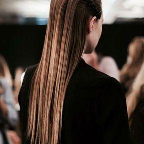 Cheveux longs plaqués