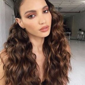 Coiffure glamour cheveux longs