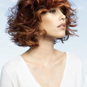 Coupe cheveux court femme moderne