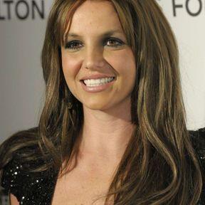 Britney Spears passe au châtain