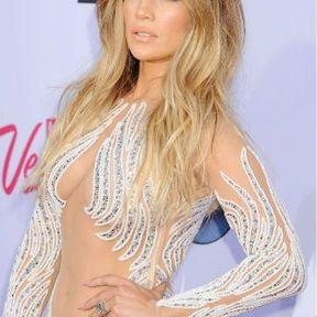 Les cheveux wavy de Jennifer Lopez