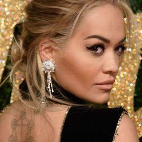 Le chignon loose de Rita Ora