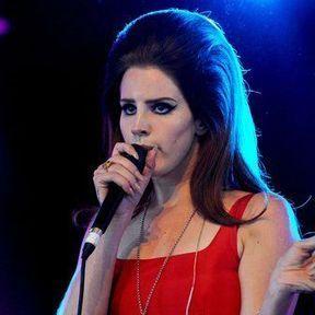 La coiffure bombée de Lana Del Rey
