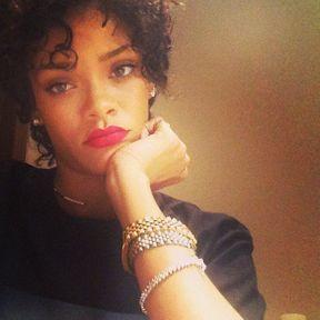 La coupe courte année 80 de Rihanna
