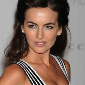 La demi-queue glam de Camilla Belle