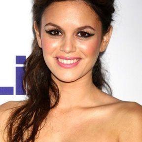 La demi-queue wavy de Rachel Bilson