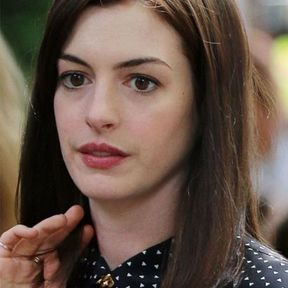 Le carré long d'Anne Hathaway