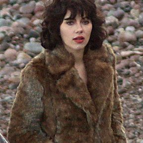 Scarlett Johansson passe au brun !