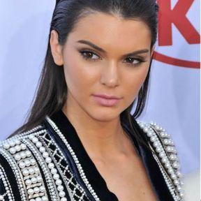 Le wet look de Kendall Jenner
