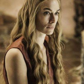 Les cheveux ondulés de Cersei Lannister