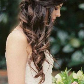 Coiffure de mariage cheveux lâchés et ondulés