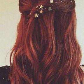 Une coiffure avec des étoiles