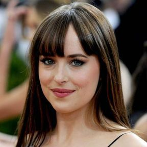 La frange droite de Dakota Johnson