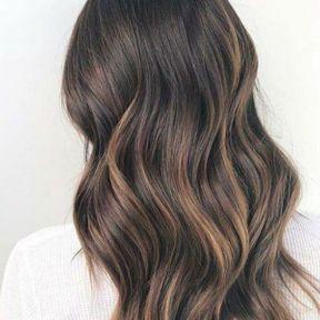 Les cheveux détachés