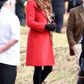 5 avril 2013 : un manteau rouge Armani