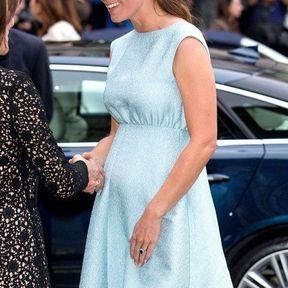 24 avril 2013 : une robe Emilia Wickstead et du bleu layette