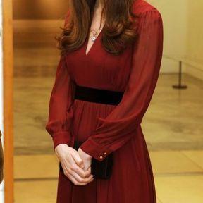 11 janvier 2013 : robe bordeaux et baby bump discret
