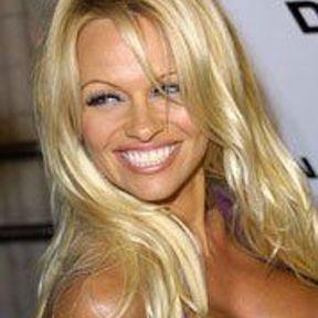 Pamela Anderson : elle nous fait sourire