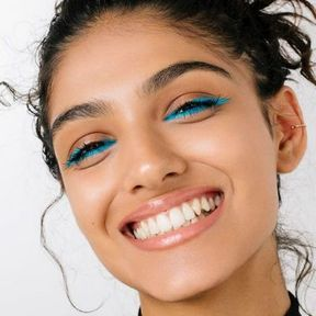 Maquillage Noël liner bleu