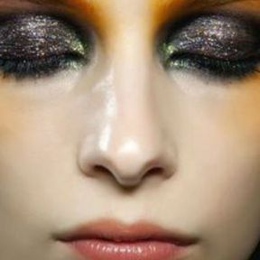 Maquillage Noël paillettes et bronze