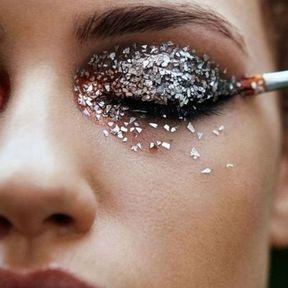 Maquillage Noël yeux pailletés