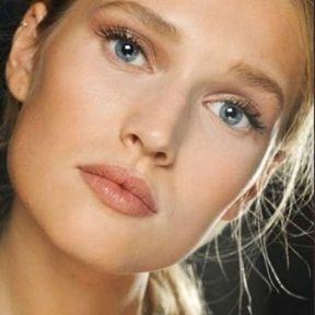 Maquillage nude pour les yeux bleus