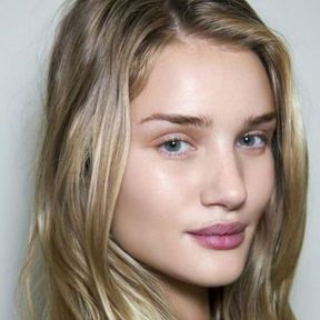 Maquillage nude Rosie Huntington Whiteley