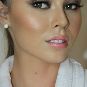 Maquillage de soirée yeux marrons