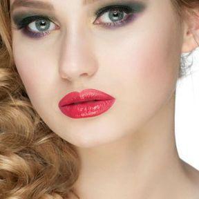 Maquillage blonde yeux verts