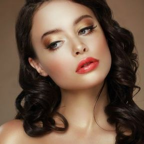 Maquillage brune yeux verts