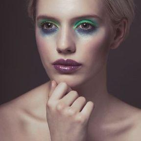 Maquillage yeux verts teint clair