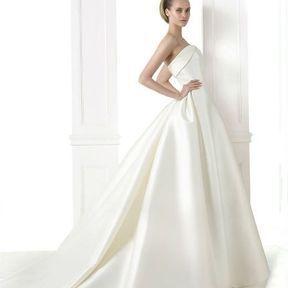 Robe de mariage Automne - Hiver 2015 @ Pronovias