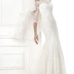Robe de mariée en dentelle Automne - Hiver 2015 @ Pronovias