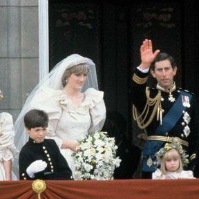 LONDRES: Le Prince Charles et la  Princesse Diana au balcon