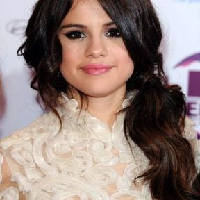 """Selena Gomez : """"Meilleur look beauté"""""""