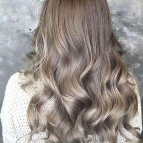 Mushroom blonde avec brushing wavy