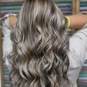 Mushroom blonde avec waves sur cheveux très longs