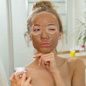 """MYTHE """"Les produits naturels ou bio sont meilleurs pour ma peau que ceux qui contiennent des substances chimiques"""""""
