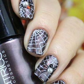 Nail art Halloween araignée