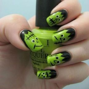 Nail art Halloween Frankenstein