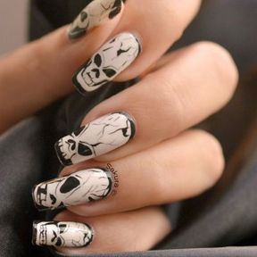 Nail art Halloween tête de mort