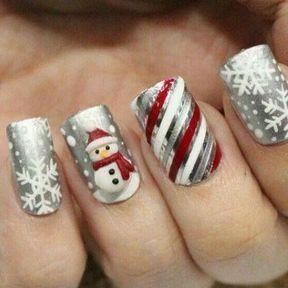 Nail art avec un bonhomme de neige