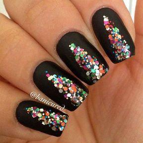 Nail art noir avec des paillettes
