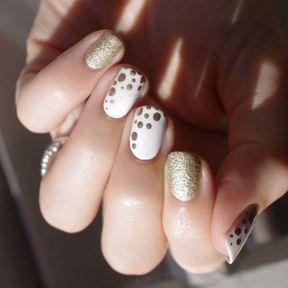 Nail art points dorés