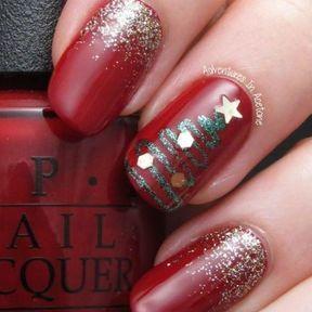 Nail art sapin or, rouge et paillettes