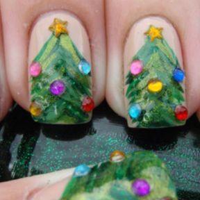 Photo nail art sapin de Noël