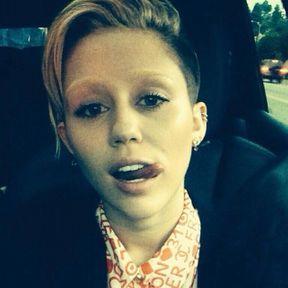 Les sourcils décolorés de Miley Cyrus