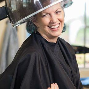 Une routine capillaire pour les femmes de 60 ans