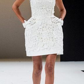 Robe de mariée courte en dentelle 2012 © Salon du mariage au Carroussel